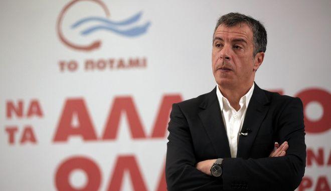 Ο Σταύρος Θεοδωράκης μιλάει σε εκδήλωση του Ποταμιού τον Ιανουάριο του 2015