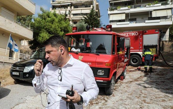 Ο Χαρδαλιάς μετέβη στο σημείο που έχει ξεσπάσει φωτιά στο Βύρωνα