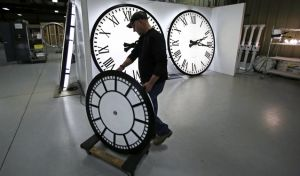 Την κατάργηση της αλλαγής της ώρας προτείνει η Κομισιόν