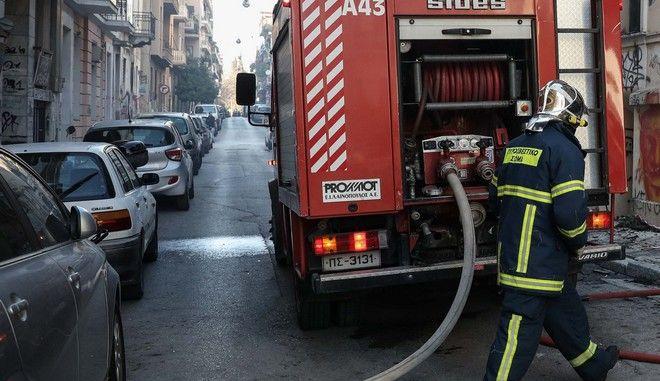 Πυροσβεστικές δυνάμεις σε κατάσβεση φωτιάς - Φωτό αρχείου