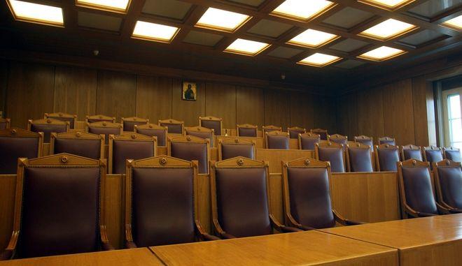 Η εικόνα που βρίσκεται κρεμασμένη στην αίθουσα της Ολομέλειας του Συμβουλίου της Επικρατείας βρέθηκε στο στόχαστρο της Ένωσης Αθέων