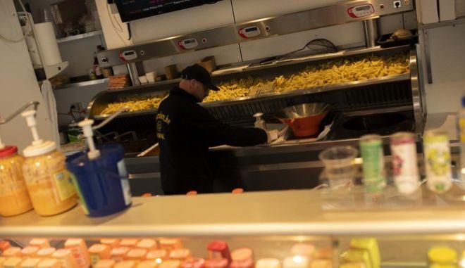 Μαγαζί με τηγανιτές πατάτες παραμένει ανοιχτό στις Βρυξέλλες