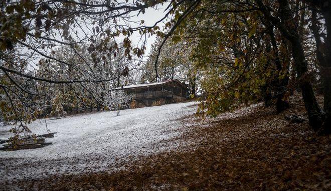 Χιονισμένη η λίμνη Πλαστήρα στην Καρδίτσα