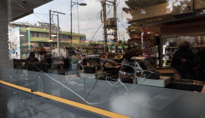 Νέο μπαράζ εμπρηστικών επιθέσεων σε επιχειρήσεις