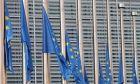 Μεσίστιες οι σημαίες στις Βρυξέλλες για τους νεκρούς της Αττικής