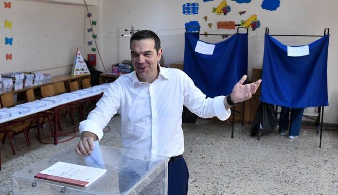 Ο Αλέξης Τσίπρας ψήφισε στις εκλογές της 7ης Ιουλίου