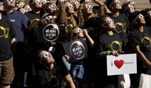 ΗΠΑ: Ράπερ κοίταξε την έκλειψη ηλίου χωρίς γυαλιά και τα βλέπει διπλά