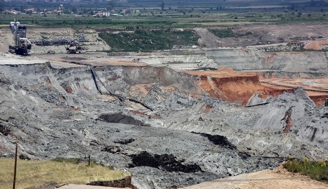 Landslide in PPC lignite mine of Amintaio near the village Anargyri, Florina, Greece on June 12, 2017. /           , 12  2017.