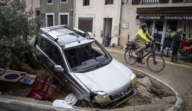 Οι καταρρακτώδεις βροχές στη Γαλλία προκάλεσαν τουλάχιστον 13 θανάτους