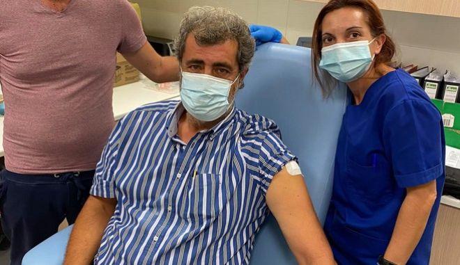 Ο Παύλος Πολάκης μετά τον εμβολιασμό του