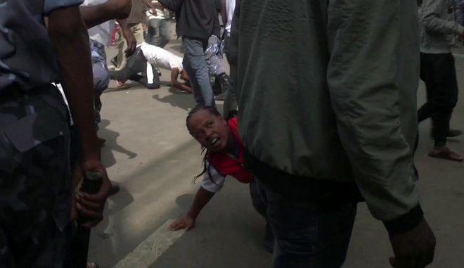 Δύο νεκροί, 150 τραυματίες από την επίθεση σε συγκέντρωση του νέου πρωθυπουργού