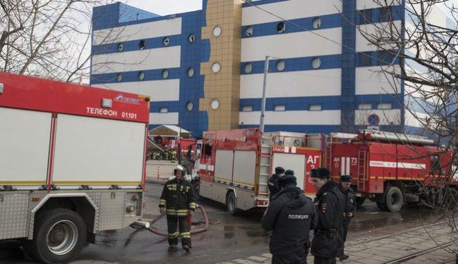 Ένας άνθρωπος έχασε τη ζωή το από φωτιά σε εμπορικό κέντρο κοντά στη Μόσχα, στη Ρωσία