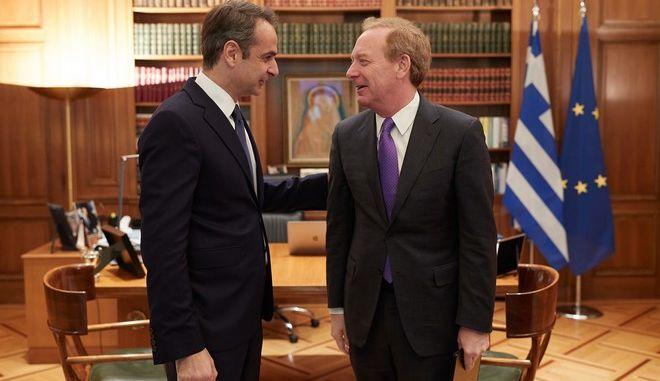 Ο πρωθυπουργός Κυριάκος Μητσοτάκης και ο επικεφαλής της Microsoft Μπραντ Σμιθ