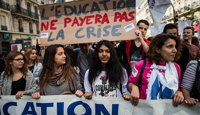 Παραλύει η Γαλλία λόγω απεργιακών ακινητοποιήσεων