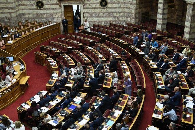 Αποχώρηση των κομμάτων της αντιπολίτευσης από τη Βουλή