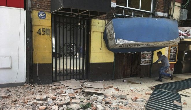 CORRECTS TO SEPTEMBER NOT JANUARY - A man enters a damaged building after an earthquake in Mexico City, Tuesday, Sept. 19, 2017. A powerful earthquake has jolted Mexico, causing buildings to sway sickeningly in the capital on the anniversary of a 1985 quake that did major damage. (AP Photo/Eduardo Verdugo)