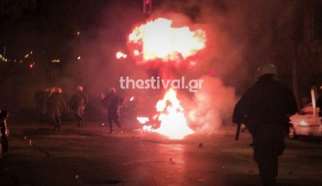 Θεσσαλονίκη: Επίθεση με μολότοφ κατά αστυνομικών κοντά στο τουρκικό προξενείο