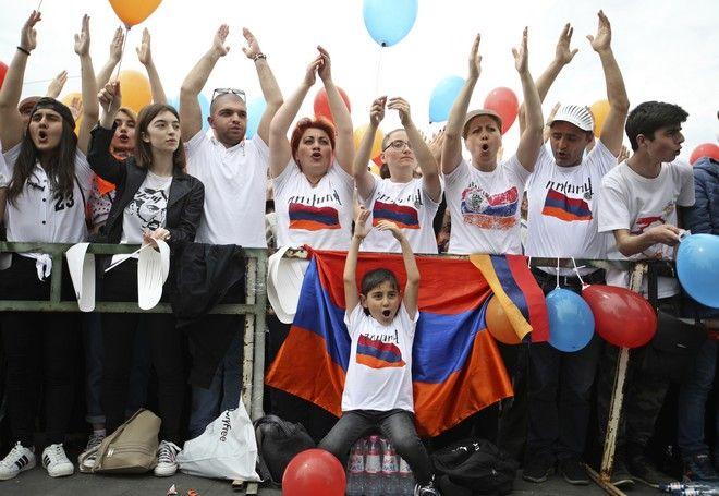 Υποστηρικτές του Νικόλ Πασινιάν