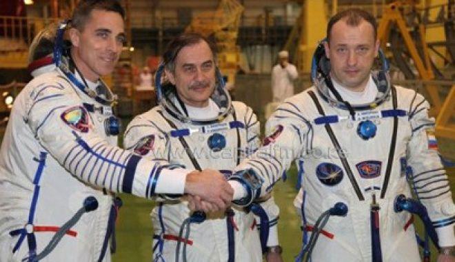 Τρία μέλη του πληρώματος του Διεθνούς Διαστημικού Σταθμού επέστρεψαν στη γη
