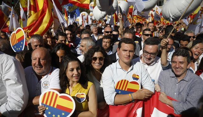 Catalan opposition leader Ines Arrimadas from the Ciudadanos party, center left and the President of the party, Albert Rivera, center right, march during a mass rally against Catalonia's declaration of independence, in Barcelona, Spain, Sunday, Oct. 29, 2017. Thousands of opponents of independence for Catalonia held the rally on one of the city's main avenues after one of the country's most tumultuous days in decades.(AP Photo/Santi Palacios)
