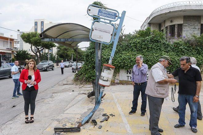 Τροχαίο σημειώθηκε  στη Μεταμόρφωση, όταν αυτοκίνητο έπεσε πάνω σε στάση λεωφορείου με αποτέλεσμα να χάσει τη ζωή του ένα άτομο. Το ΙΧ παρέσυρε δύο άτομα που βρίσκονταν στη στάση, ενώ τραυματίστηκαν και οι επιβαίνοντες του οχήματος. Πέμπτη 24/5/2018.