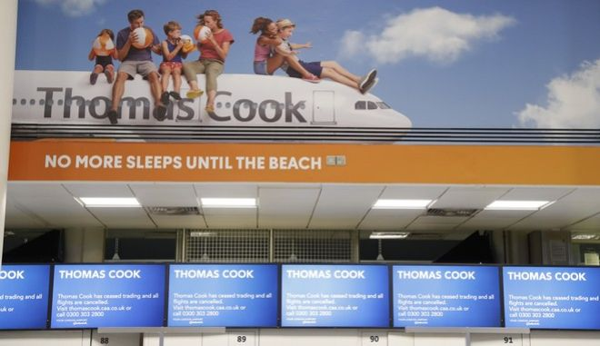 Το γκισέ check-in της Thomas Cook στο αεροδρόμιο του Gatwick