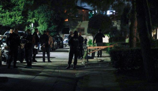 Το σημείο στη Βούλα όπου άγνωστοι πυροβόλησαν και σκότωσαν έναν άνδρα