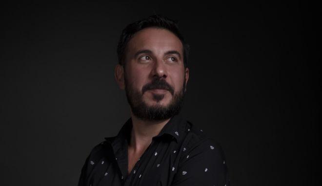 """Ένκε Φεζολλάρι στο NEWS 24/7: """"Η ελληνική ύπαιθρος δημιουργεί αρσενικά ευνουχισμένα"""""""
