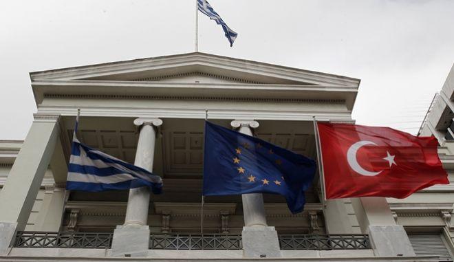 ΥΠΕΞ: Η Τουρκία όχι μόνο παραβιάζει το διεθνές δίκαιο, αλλά δεν ξέρει γεωγραφία