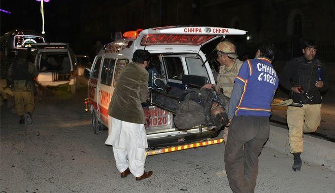 Αιματηρή επίθεση βομβιστή-καμικάζι σε προεκλογική συγκέντρωση