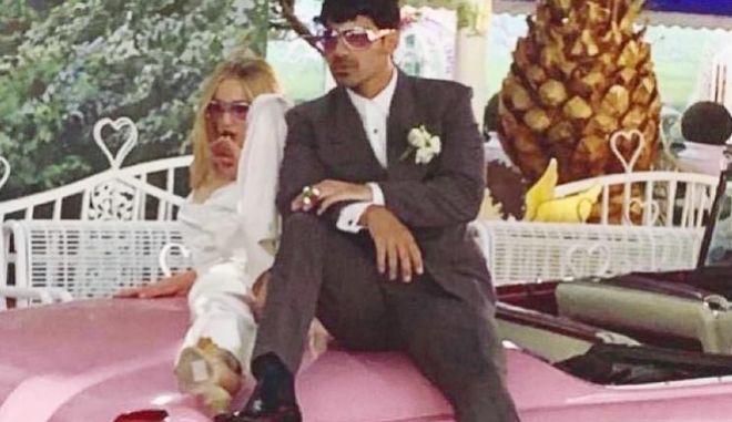 "Got: Η Sophie Turner παντρεύτηκε με ""παπά"" τον... Elvis"