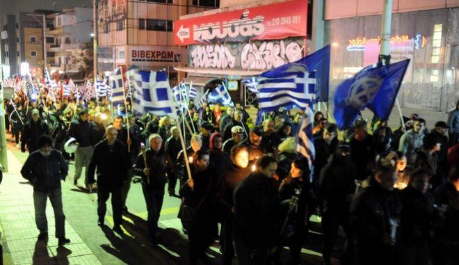 Εκδήλωση της Χρυσής Αυγής για την συμπλήρωση ενός χρόνου από την δολοφονία των δύο νεαρών μελών της Χρυσής Αυγής, Γιώργου Φουντούλη και Μανώλη Καπελώνη, έξω από τα γραφεία της οργάνωσης στο Νέο Ηράκλειο, Σάββατο 1 Νοεμβρίου 2014. (EUROKINISSI/ΑΝΤΩΝΗΣ ΝΙΚΟΛΟΠΟΥΛΟΣ)