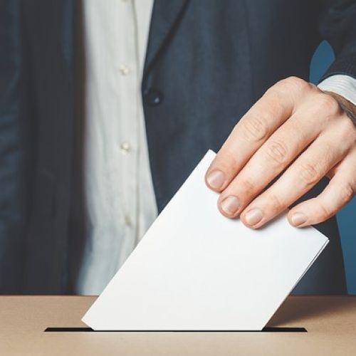 Οι πολίτες δεν θέλουν πρόωρες εκλογές, αν και δεν το θεωρούν απίθανο να γίνουν