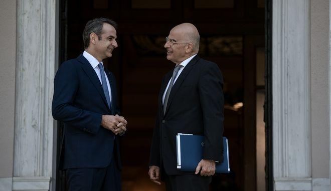 Ο πρωθυπουργός Κυριάκος Μητσοτάκης και ο υπουργός Εξωτερικών Νίκος Δένδιας
