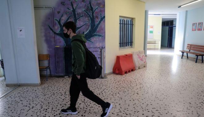 Κορονοϊός: SOS για τα παιδιά - Ανήλικοι τα 805 από τα 2919 κρούσματα