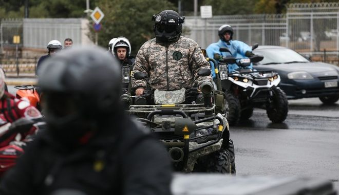 Motorcade by ATV owners, to the Ministry of Transportation, protesting against the new law which bans the vehicles from the paved roads, in Athens, on November 13, 2017 /   ``   ,                           ,  ,  13 , 2017