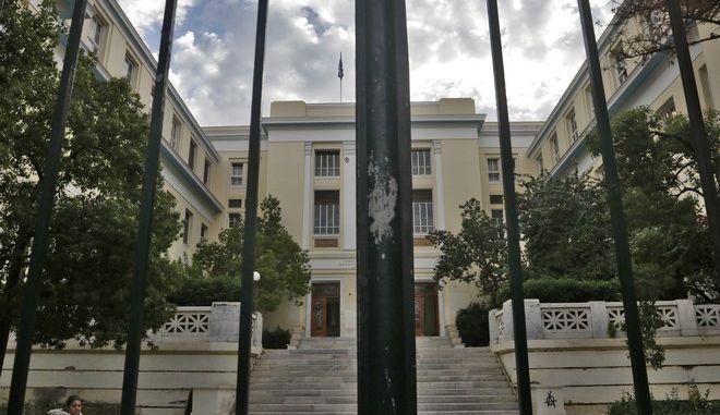 Το κτήριο του Οικονομικού Πανεπιστημίου Αθηνών την Τετάρτη 8 Νοεμβρίου 2017. Σε τετράωρη διακοπή της εκπαιδευτικής λειτουργίας του ιδρύματος, από τις 11:00 μέχρι τις 15:00 το μεσημέρι της Τετάρτης, προχώρησε η Σύγκλητος της ΑΣΟΕΕ, σε ένδειξη διαμαρτυρίας για την κατάσταση που επικρατεί με την παρουσία τοξικομανών στους χώρους του ιδρύματος. (EUROKINISSI/ΓΙΑΝΝΗΣ ΠΑΝΑΓΟΠΟΥΛΟΣ)