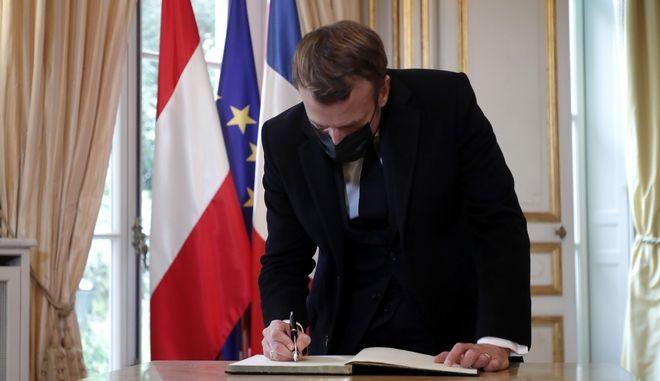 """Μακρόν στους Financial Times: """"Η Γαλλία δεν μάχεται ποτέ εναντίον του ισλάμ"""""""