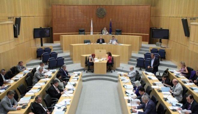 Κύπρος: Ψηφίστηκε ο πρώτος μνημονιακός προϋπολογισμός