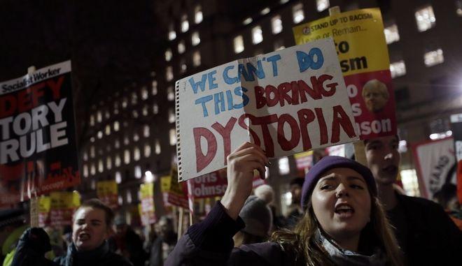 Διαδηλωτές διαμαρτύρονται για τη νίκη του Μπόρις Τζόνσον στις βουλευτικές εκλογές