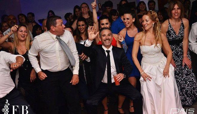 Η εταιρεία που βγάζει χρήματα διοργανώνοντας ψεύτικους γάμους