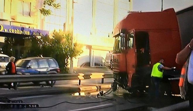 Τραγικό τροχαίο με δύο νεκρούς στον Κηφισό: Νταλίκα έπεσε πάνω σε δύο οχήματα