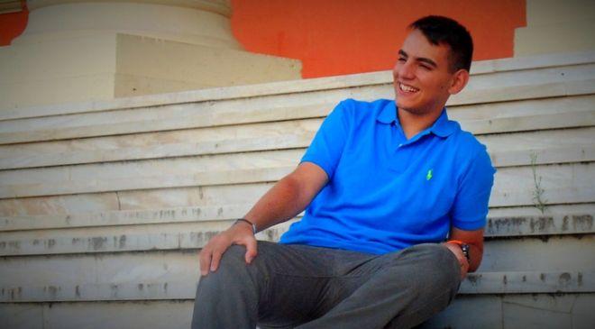 Βάσεις 2015: Αριστούχος με εισιτήριο στη Νομική και διαβατήριο μακριά από την 'Καμένη Γη'