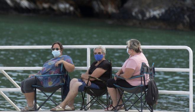 Γυναίκες με μάσκα στην Ισπανία