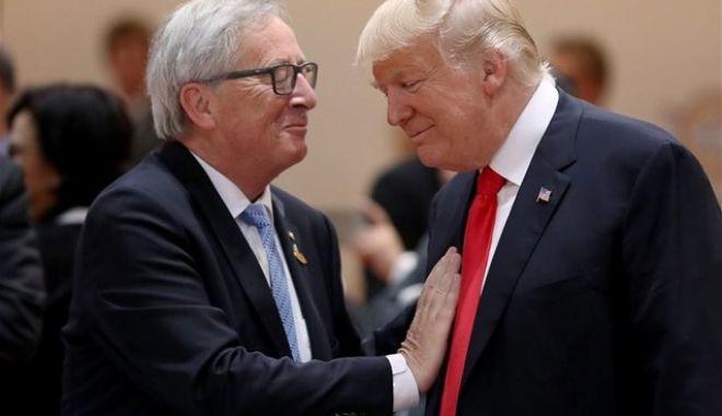 Ο Γιούνκερ απειλεί τον Τραμπ με αντίποινα αν βάλει δασμούς στα αυτοκίνητα της ΕΕ