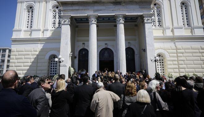 Κηδεία Στέλιου Σκλαβενίτη στον Ιερό Ναό Αγίου Νικολάου Πειραιά