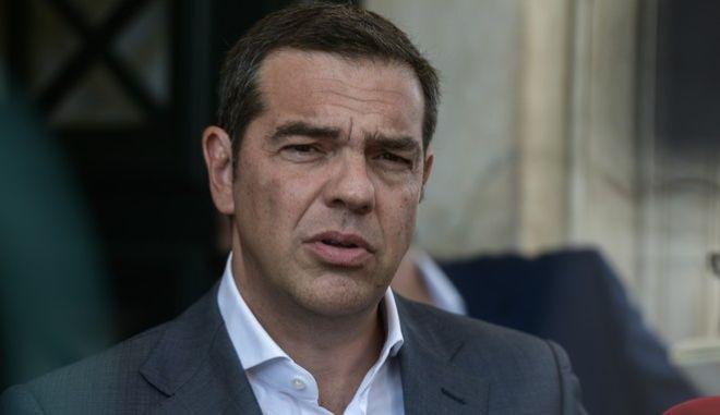 """Τσίπρας: """"Ο Μητσοτάκης άφησε να περάσουν 8 μήνες αυτοθαυμαζόμενος"""""""