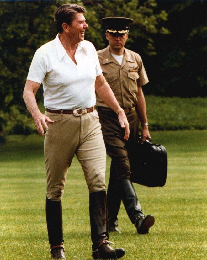 343a280f6a1 Τι κρύβει το βαλιτσάκι με τα πυρηνικά του προέδρου των ΗΠΑ ...