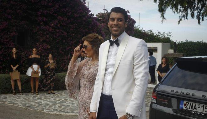 Η αφρόκρεμα του ελληνικού μπάσκετ στο γάμο του Γιώργου Πρίντεζη με την Στέλλα Κωστοπούλου