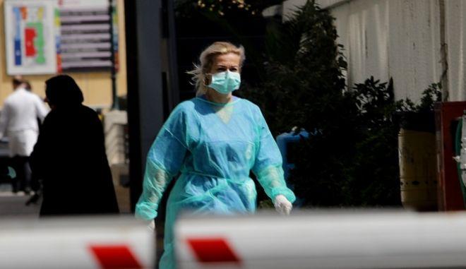 Νοσηλεύτρια σε νοσοκομείο αναφοράς